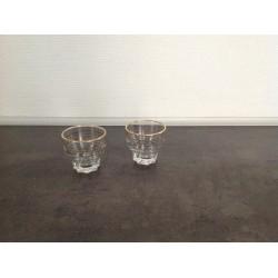 Sodavands eller sjus glas med små guld kanter