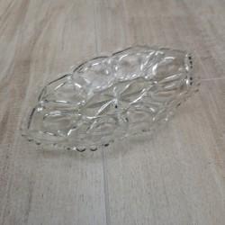 Ældre glasfad med fin mønster