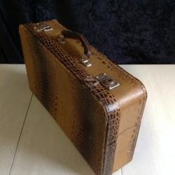 """Retro kuffert i """"krokodille look"""""""
