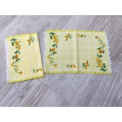 Stof dækkeserviet i gul med blomster
