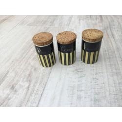 3 stk.  krydderikrukker med sorte og  gule striber og med korkpropper, Peber Kanel og carry