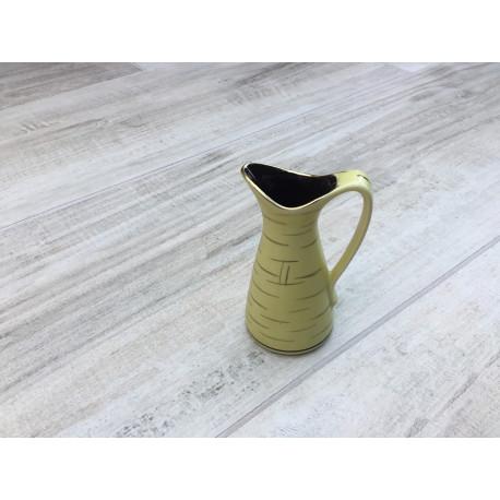 """Lille gul vase med """"guld"""" streger/mønster og hank"""