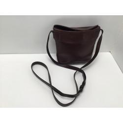 Brun lædertaske med magnet lås Adax