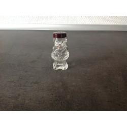 Sød lille mand i glas peber/salt