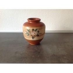 Ældre keramik vase med blomster